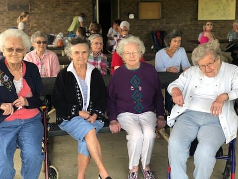 Morning Pointe Residents Bond over Picnic at Anderson Dean Park