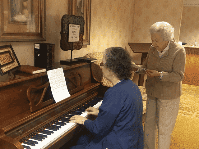 Morning Pointe Nurse Shares Talent with Seniors