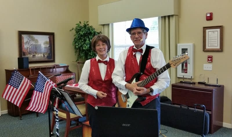Morning Pointe Welcomes Patriotic Singing Duo