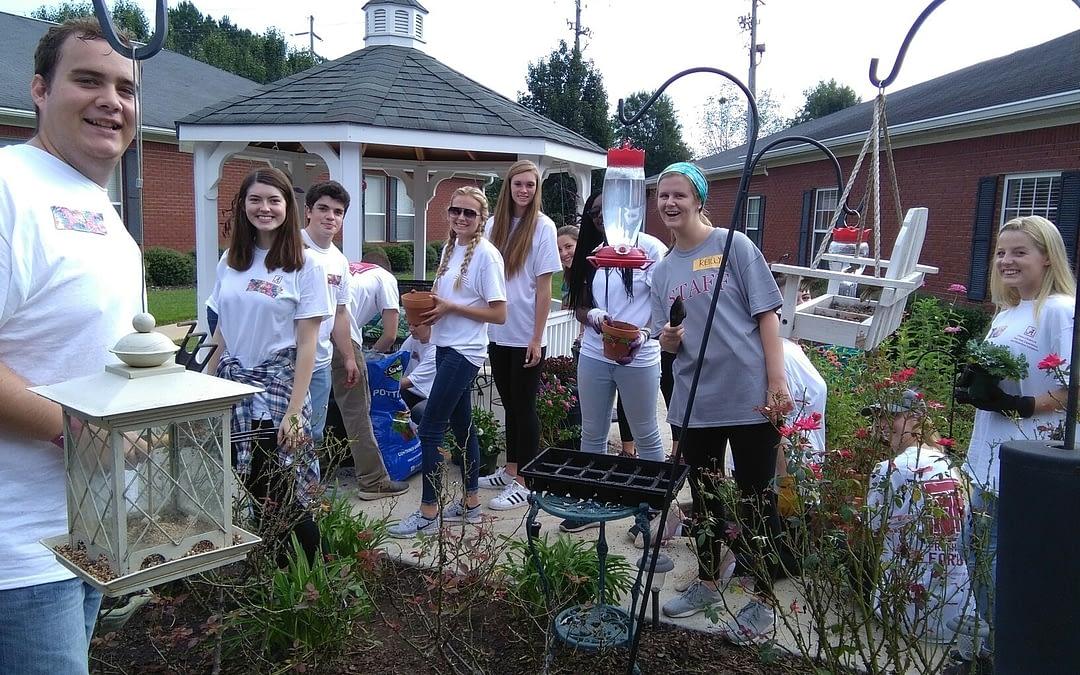 Alabama Students Spruce Up Morning Pointe Garden