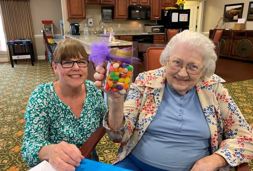 Morning Pointe Volunteer Makes a Difference on Residents' Birthdays