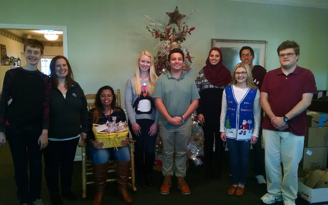 Gordon Central Students Bring Christmas Greetings to Morning Pointe