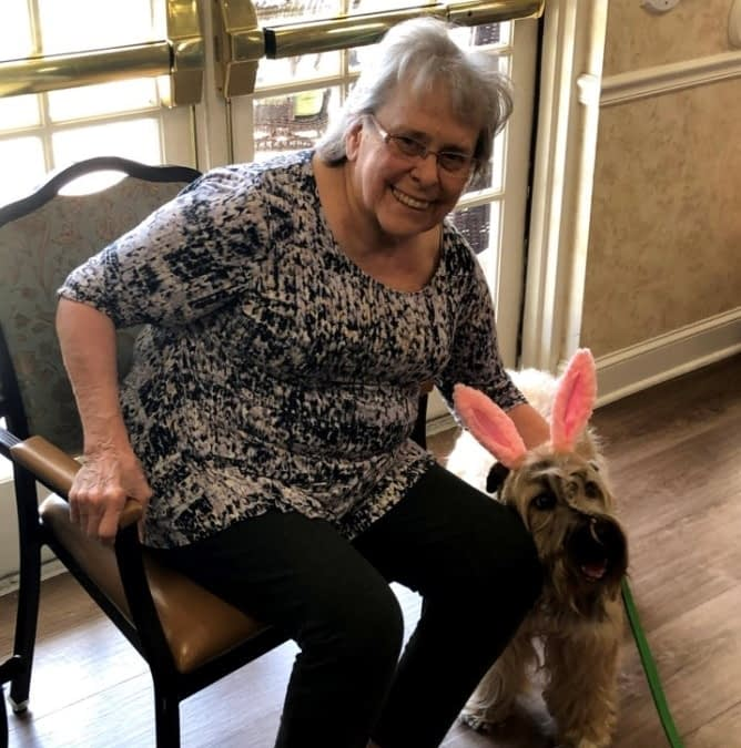 Therapy Dog Spreads Springtime Cheer at Morning Pointe