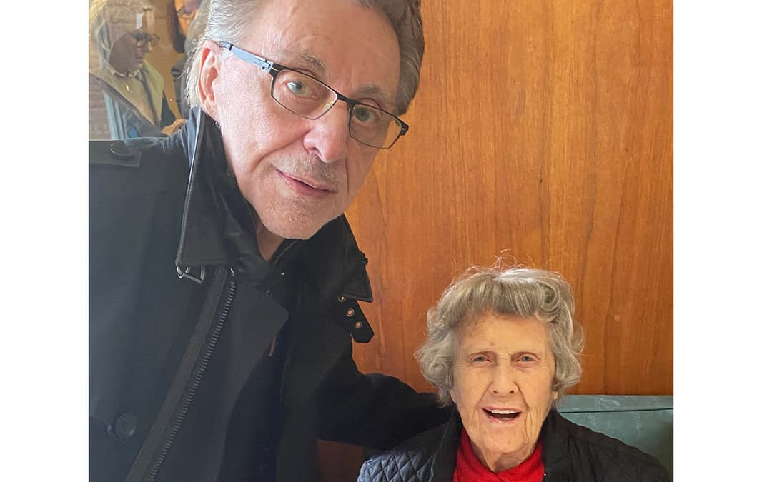 Morning Pointe Residents Meet Frankie Valli during National Top 40 Hall of Fame Induction Ceremony