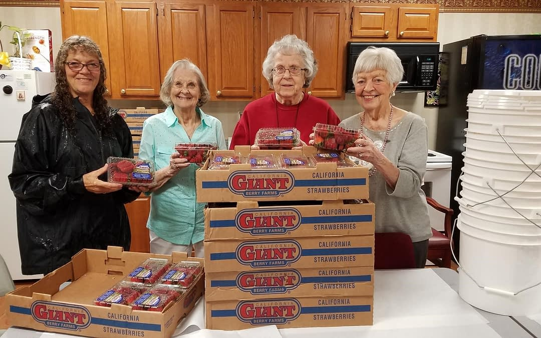 Morning Pointe Residents Clean 100 Pounds of Strawberries for Festival