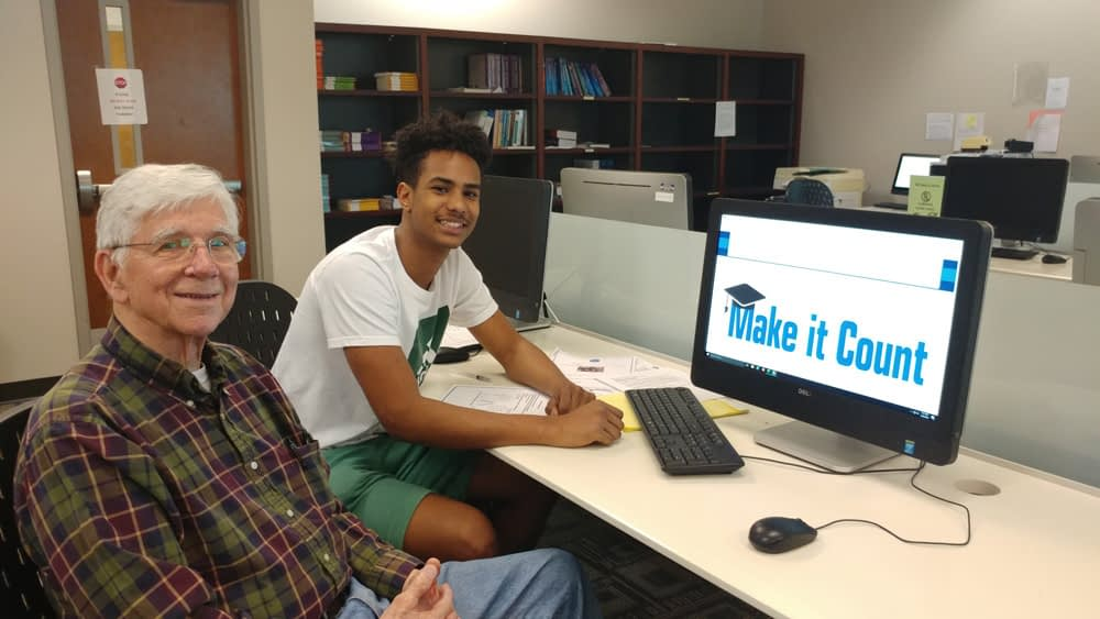 Chatt State Computer Skills Workshop Demystifies Technology, Builds Bonds Between Students and Morning Pointe Residents