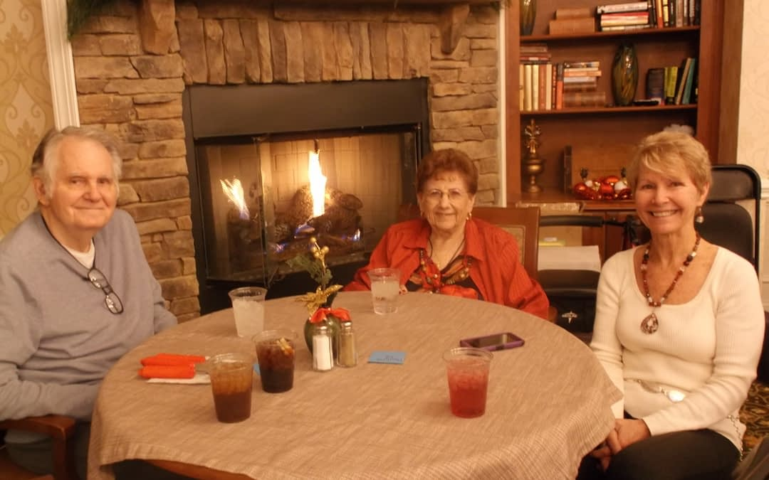 Morning Pointe Residents Make Memories During Christmas Family Night