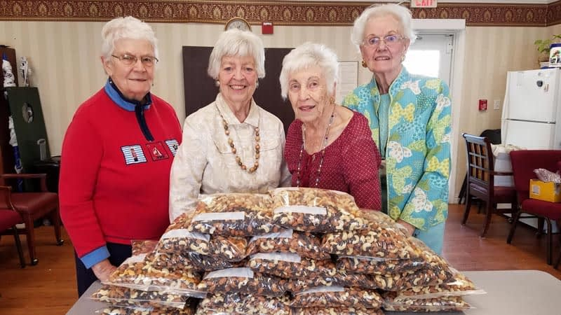 Morning Pointe Residents Make Trail Mix for Fundraiser
