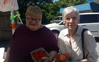 Morning Pointe Residents Explore Local Farm Stand