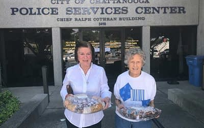 Morning Pointe Residents Deliver Homemade Cookies to Local Police