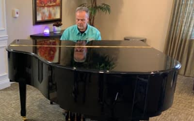 Local Radiological Technician Wows Morning Pointe Residents with Piano Skills