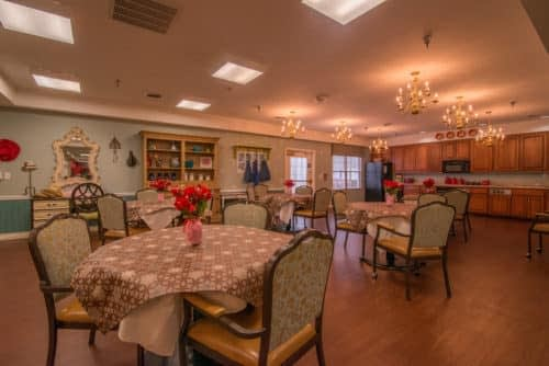 Chattanooga-Lantern-Dining-Room_resized